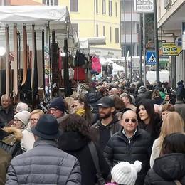 Erba, mercato in centro  L'idea: corso 25 Aprile