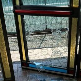 Rovello, ladri in pizzeria  Rubati soldi e computer