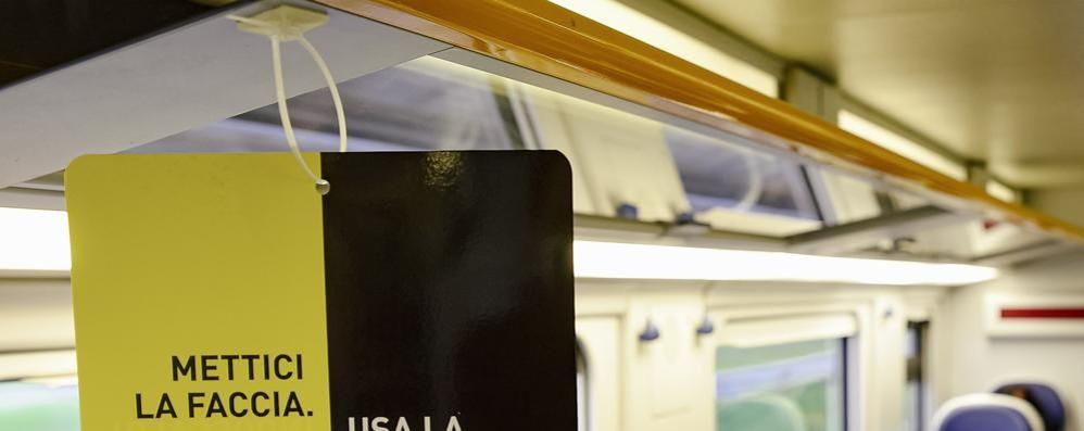 Fase2: sul treno con i pendolari  Poca gente, nessun cartello