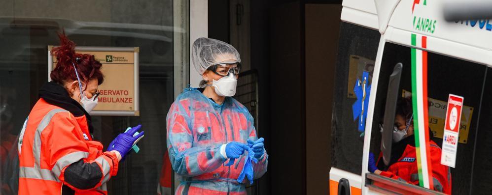 Coronavirus: «Nessuna indicazione  su come curare le persone in casa»