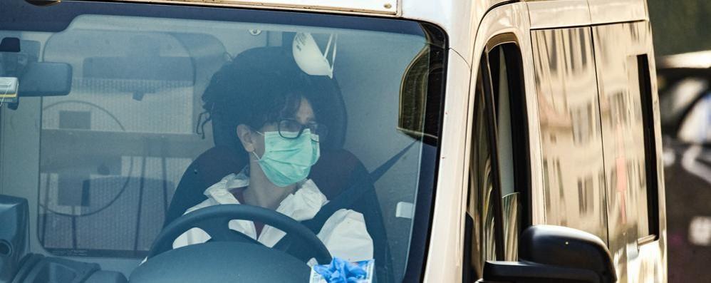 «Io, isolata in casa con il coronavirus Nessun aiuto, ho fatto tutto da sola»