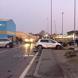 Mozzate, scontro tra auto  Due persone in ospedale