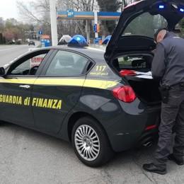 Posto di controllo a Turate  Scappa, arrestato dalla Finanza
