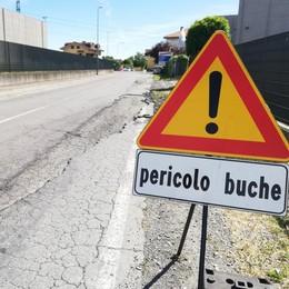 Mariano, proteste in via Donizetti  «Tante buche e manca il marciapiede»