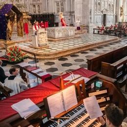 Pasqua, il vescovo ai comaschi  «Gesti d'amore per uscire dal buio»