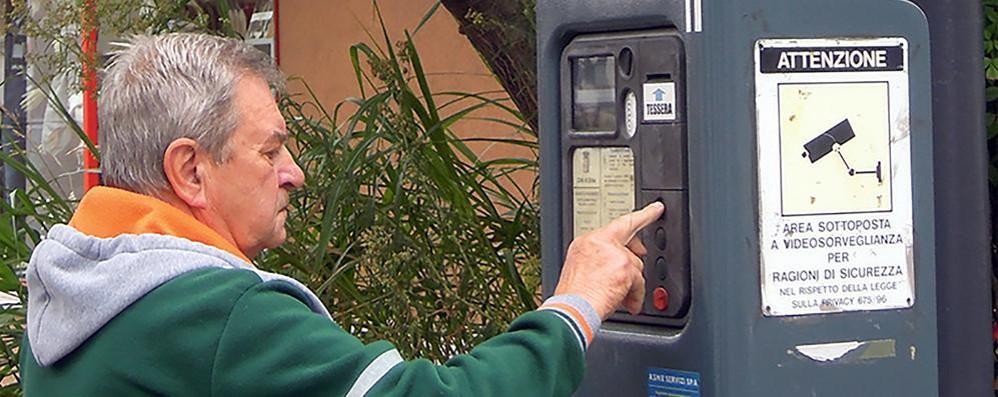 Erba, tornano i parcheggi a pagamento  In ritardo la sosta gratuita di 15 minuti