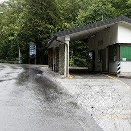 Valico Valmara, Gobbi gela i sindaci  «Per i frontalieri disagio sopportabile»