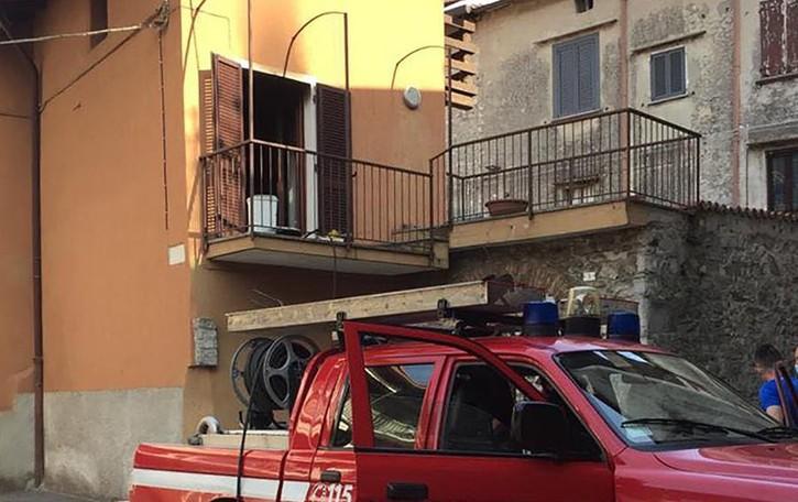 Castelmarte, cucina prende fuoco  Inagibile l'appartamento vicino alla chiesa