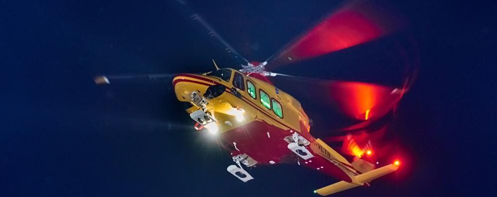 Bimbo di 10 anni cade dal balcone  Paura a Guanzate, arriva l'elicottero