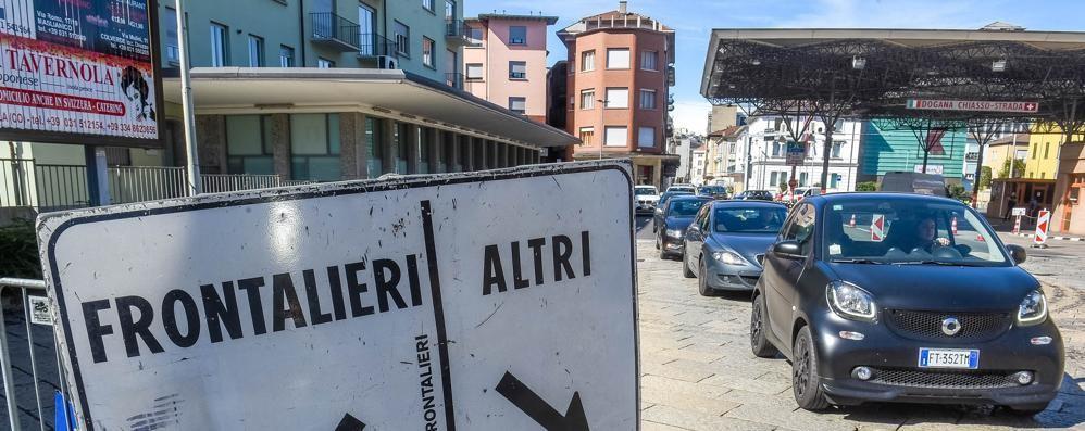 Svizzera, shopping sì  ma vacanze no  Frontiere rigide con l'Italia