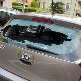 Cantù, auto danneggiate  da tre ragazzi in scooter