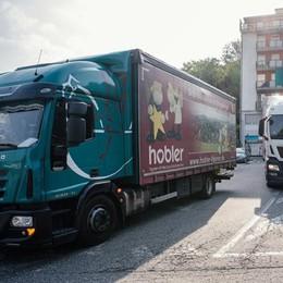 Dogana chiusa, assedio dei Tir  E le frontiere svizzere  restano un'incognita