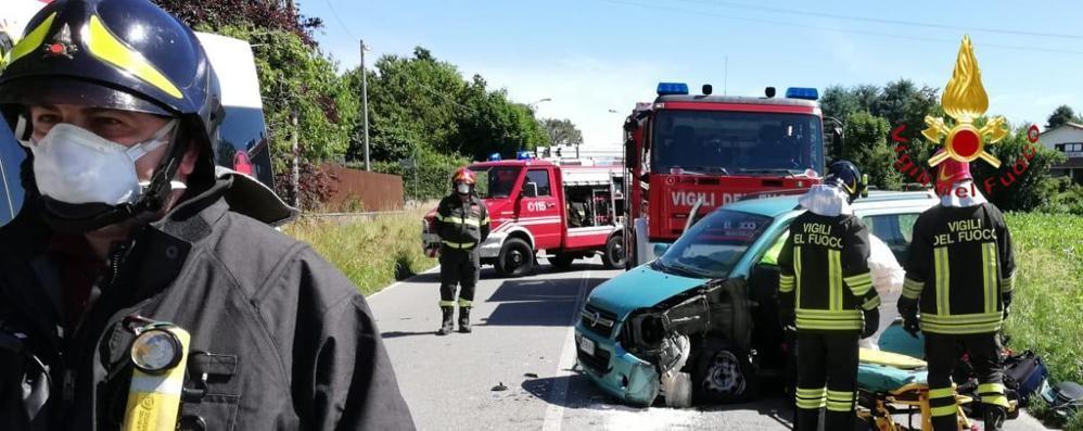 Incidente a Bregnano  Due persone in ospedale