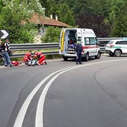 Cade in curva con la moto  Soccorso a Menaggio