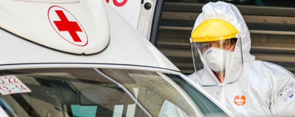 Croce Rossa Como  Volontario  preso a botte