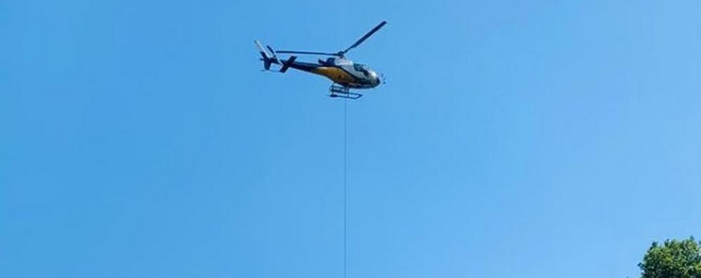 Reti anti frana dall'elicottero  Ma il semaforo resta acceso
