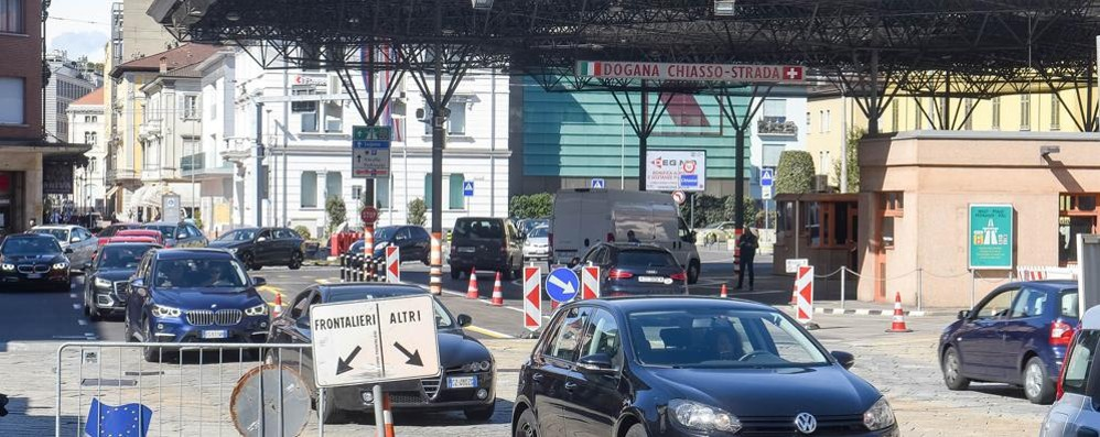 Ticino, spesa in Italia vietata  Zaia: «La Svizzera ci tratta  come degli appestati»