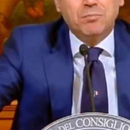 Conte lancia la cravatta  con il tricolore  Tessuto è made in Como