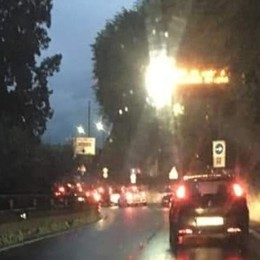 Valico di Valmara, sindaci in rivolta  «La Svizzera umilia 1.200 frontalieri»