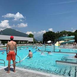 Erba, piscine aperte dal 6 giugno  Tintarella sul lettino senza mascherina