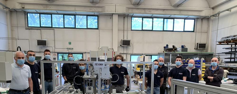 Mascherine chirurgiche  Realizzata a Como  la prima macchina italiana