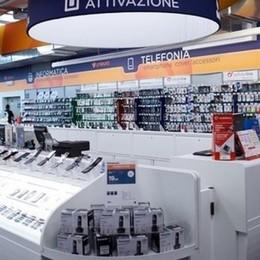 Gera Lario, colpo all'Unieuro  Telefoni e tablet per 50mila euro