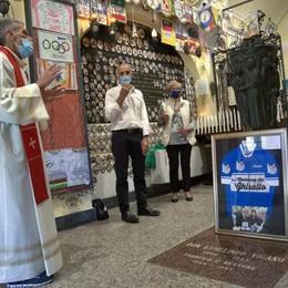Il Ghisallo riceve  la maglia del Papa  E aspetta Zanardi