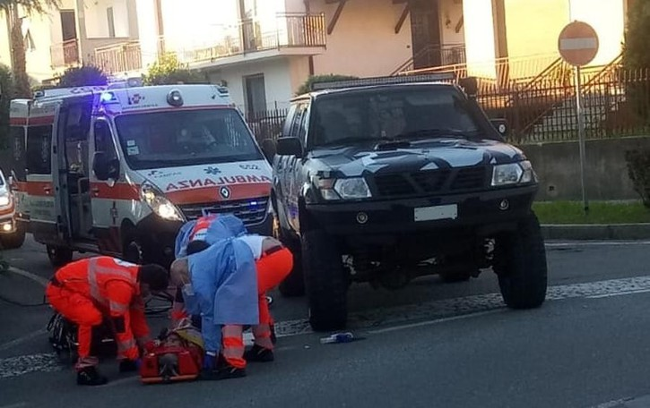 Scontro bici- fuoristrada  Ciclista soccorso a Binago