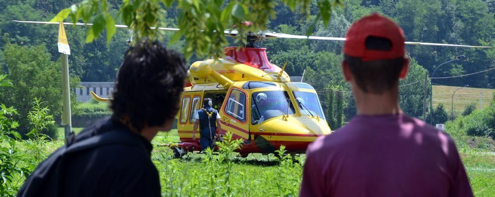 Ragazza cade dal balcone   per colpa del telefonino  In ospedale a Bergamo