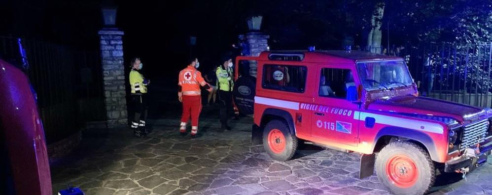 Albese, brucia tetto durante una festa  Terrore nella notte a Villa Campari