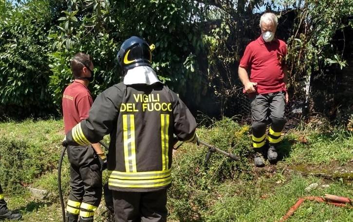 Ronago, incendio dal barbecue  Mobilitazione per spegnerlo