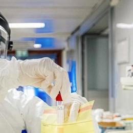 Coronavirus, medici e infermieri: «Siamo in pochi e siamo mal protetti»