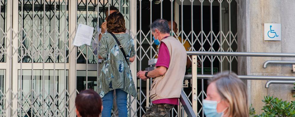 Inps, la sede resta chiusa   Dopo le proteste arriva la polizia