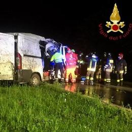 Esce di strada col furgone Un ferito grave a Canzo