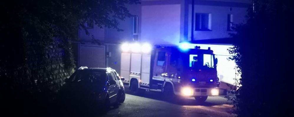 Esplosione in via Mocchetti In posto vigili del fuoco e polizia