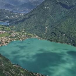 Ecco la magia del lago  Il Ceresio diventa verde