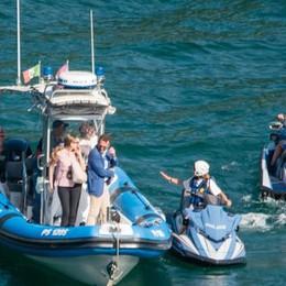 Moto d'acqua a 300 metri dalla riva  «Non c'entrano con il nostro lago»