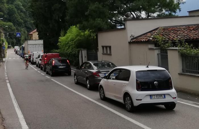 La colonna di auto è iniziata ad Argegno