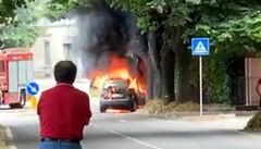 San Fermo, auto a fuoco  lungo la Garibaldina VIDEO