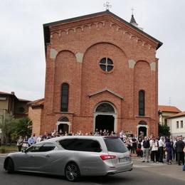 Tragedia in montagna  Folla a Perticato  per l'addio a Giovanni