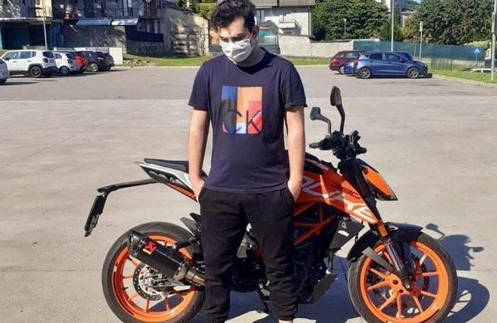 Lurate Simon Volontè con la sua moto Ktm