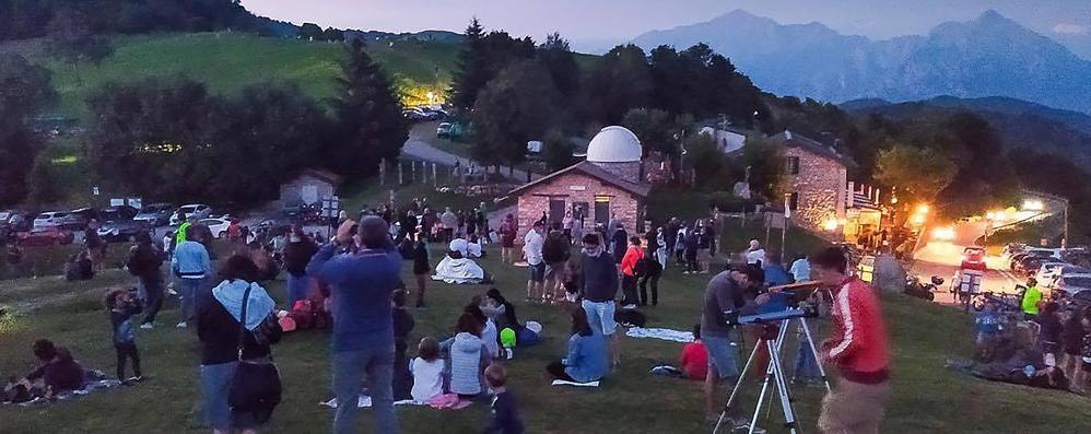 Folla alla Colma di Sormano  Mille ad ammirare la cometa