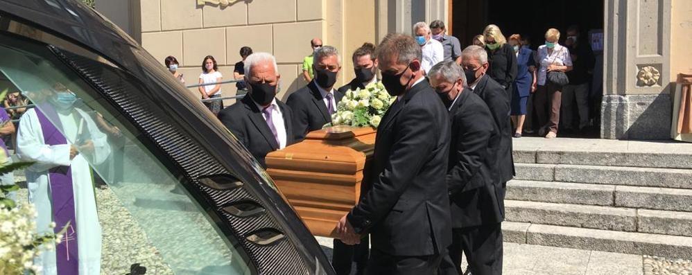 Alzate, tanti al funerale  di Fabio Rodelli