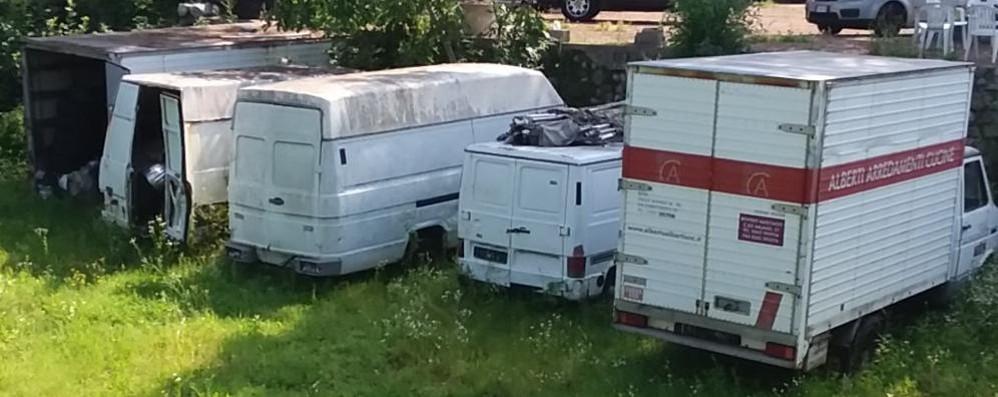 Deposito irregolare di auto scoperto dai vigili a Cantù