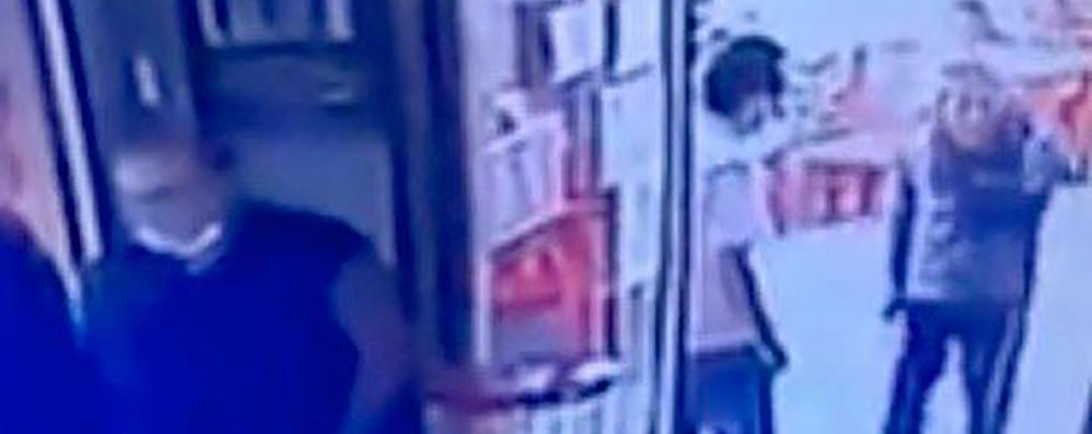 Erba, torna al bar con il coltello  Arrestato uomo di 40 anni