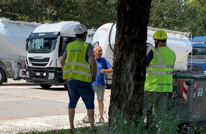 I lavoratori della Cementeria commentano quanto successo sul piazzale-parcheggio dei camion