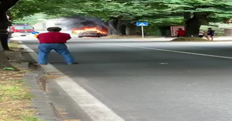 San Fermo auto in fiamme