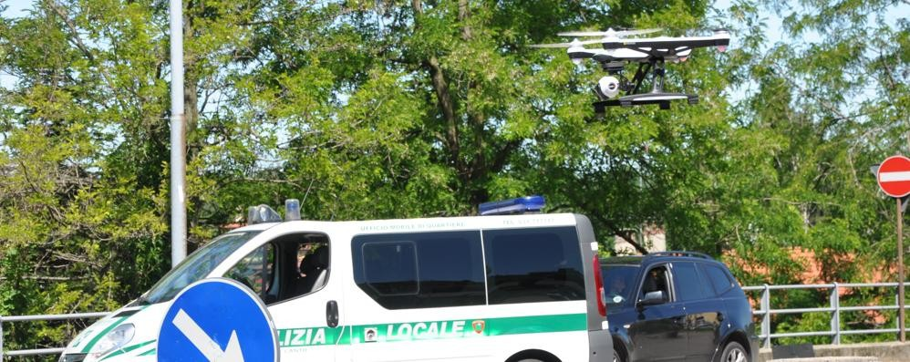 """Sicurezza, Vertemate punta sul drone  E i vigili prendono il """"brevetto di volo"""""""