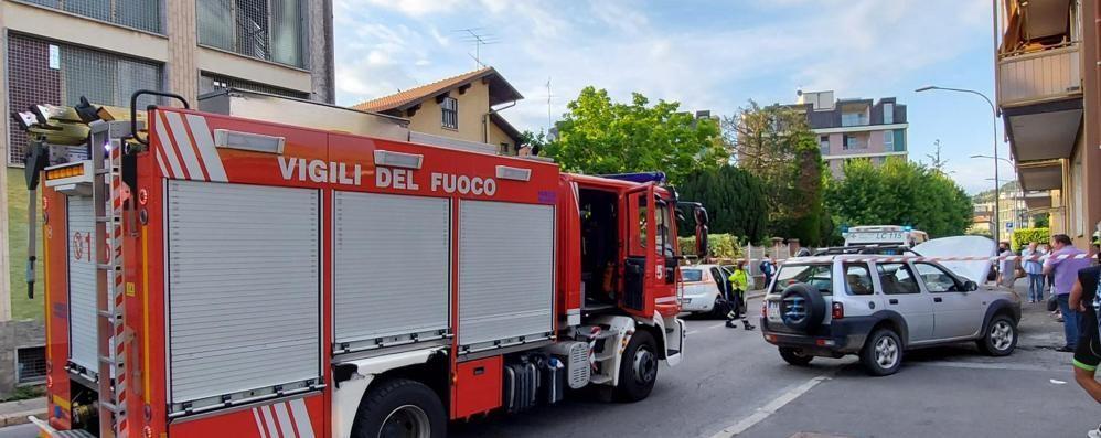 Due feriti nello scontro  Paura in via Mazzini