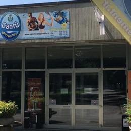 Famiglie e sportivi di Cantù  «Via i gestori della piscina»